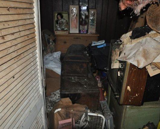 penyakit sayang nak buang barang, penyakit hoarder, penyakit hoarding disorder, rumah banyak barang, rumah bersepah, sayang nak buang barang