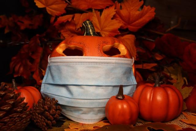 mask on pumpkin